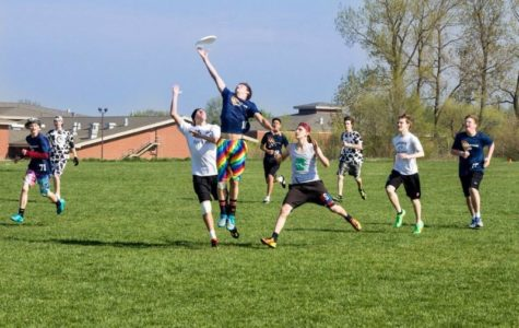 Ultimate Frisbee team takes aim at state tournament