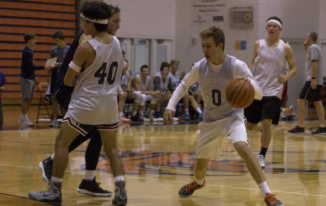 Photo slider: Student vs. Faculty basketball game