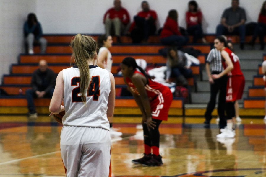 Huskie girls basketball tops Central in first crosstown match up of the season