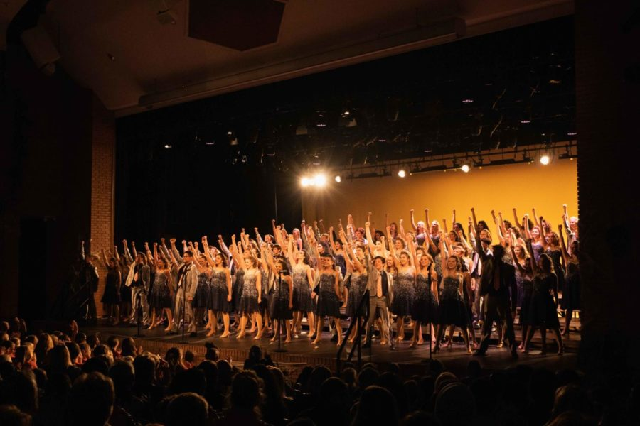 Entourage%2C+Naperville+North%27s+mixed+choir%2C+strikes+a+final+pose+at+the+end+of+the+Fall+Show+opener.+%0A
