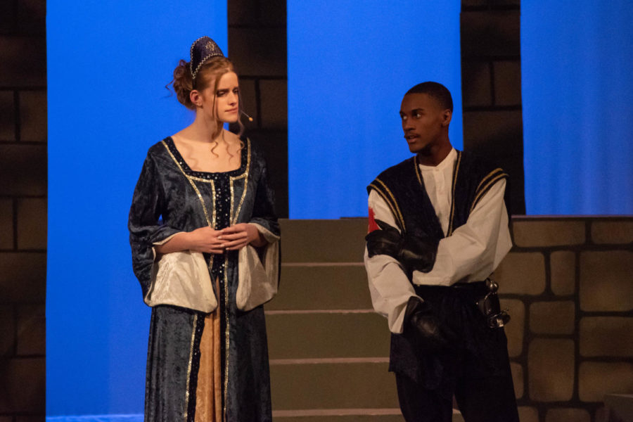 Benvolio+%28Josh+Smith%29+explains+to+Lady+Montague+%28Lia+Zwickert%29+why+a+fight+broke+out+between+servants+from+the+Montague+and+Capulet+families.+%0A