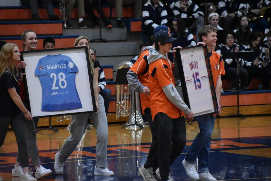 Pro-athlete alumni honored during basketball game