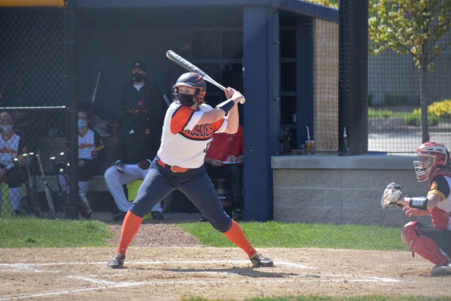 Huskie softball falls in a close game