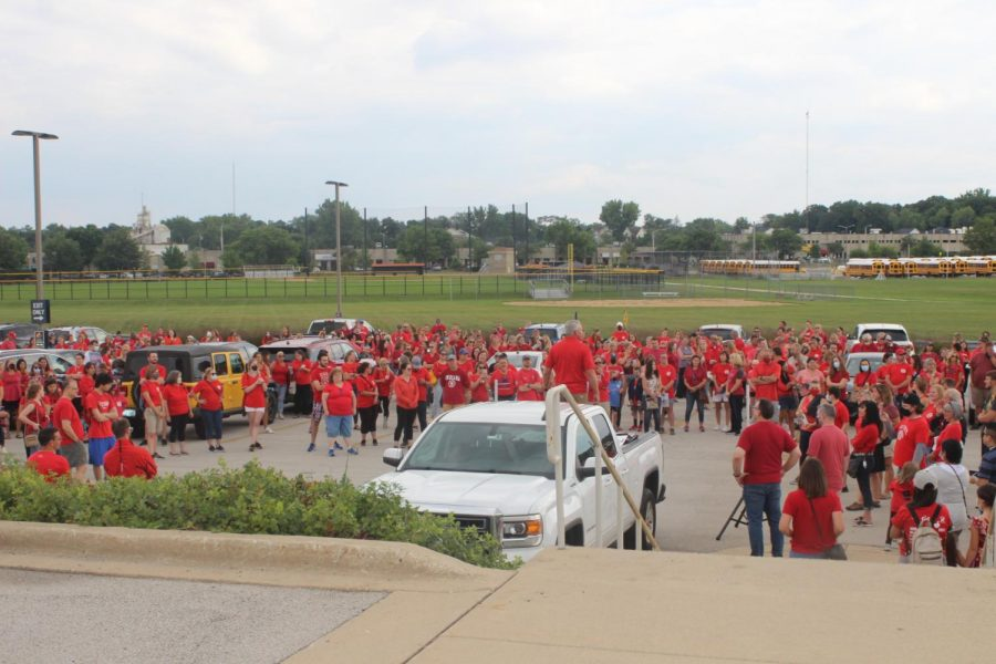 Teachers rally for new contract; school start in jeopardy