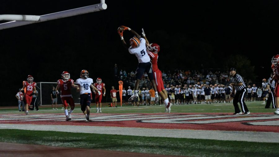 Luke Williams catches a touchdown pass in the second quarter.