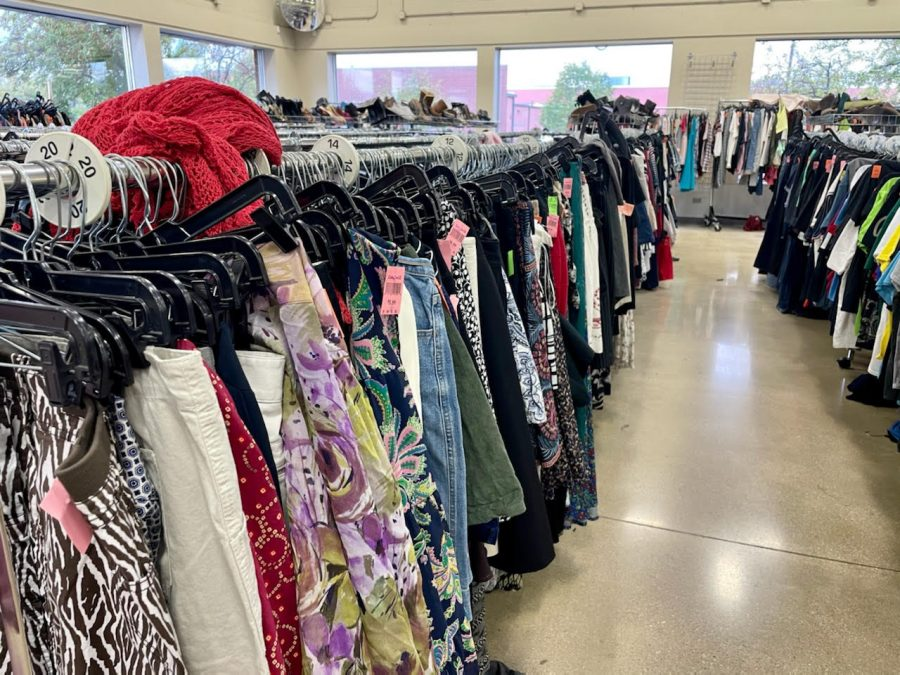 An+aisle+of+used+clothes+at+the+Naperville+Goodwill+location